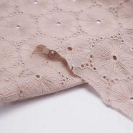 Tissu coton brodé et ajouré blush à motif fleuri pretty mercerie mercerie en ligne
