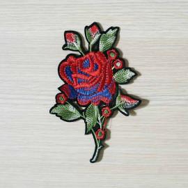 achat Badge brodé motif rose bleu et rouge  - pretty mercerie - mercerie en ligne